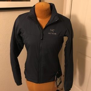 NWT Women's Arc'teryx Atom lightweight jacket